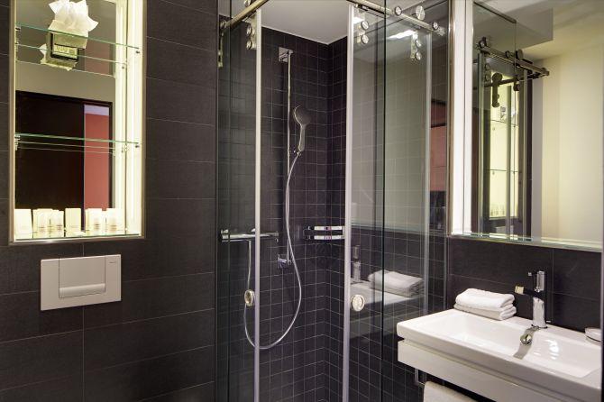 Dusche eines Standardzimmers