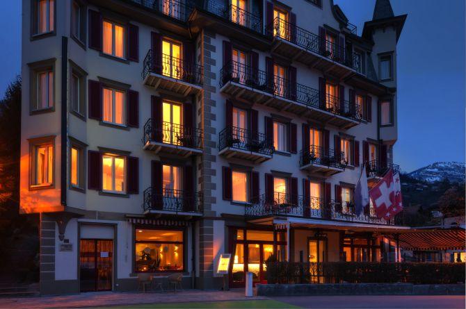 Hotelfassade Winter
