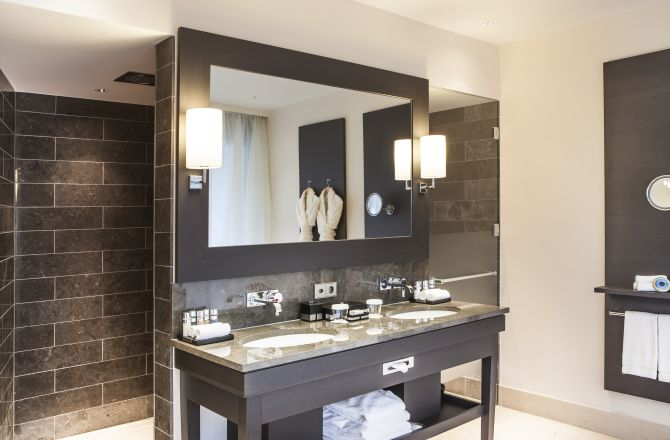 Bathroom Alpine Executive Suite