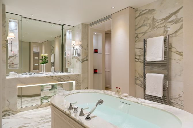 Spa Suite bathroom