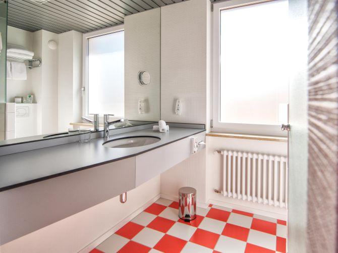 Badezimmer Doppelzimmer mit Seesicht