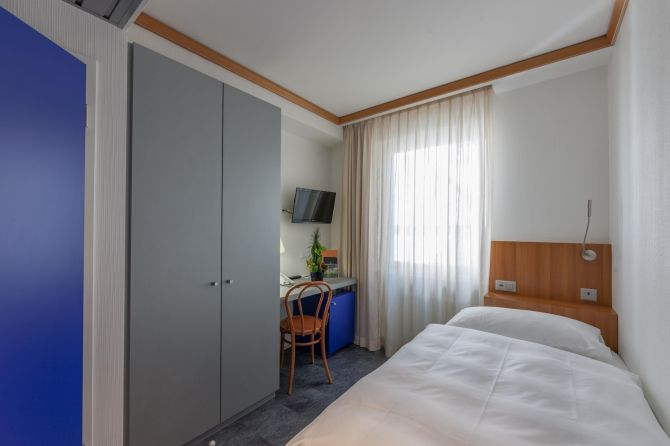 Einzelzimmer mit Dorfsicht