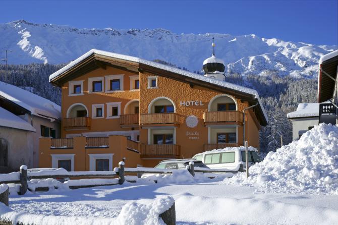 Aussenansicht Winter Hotel Landgasthof Staila Fuldera