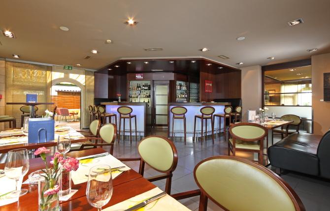 Bar / Restaurant