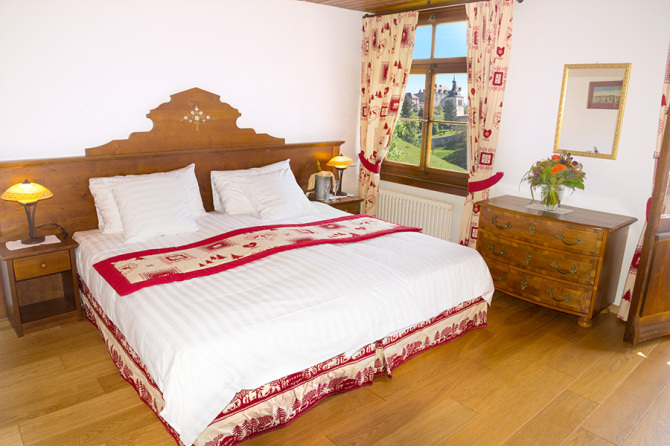Chambre Hotel de Gruyères vue sur le chateau
