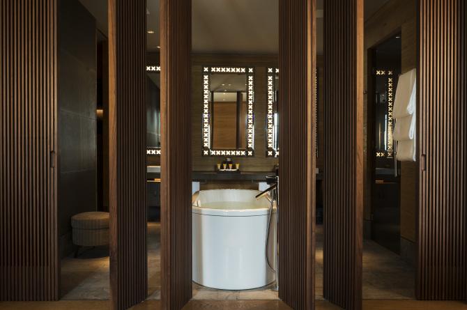 THE CHEDI ANDERMATT, Bathroom Deluxe Suite