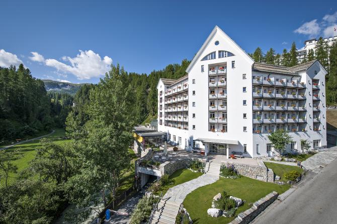 Hotel Schweizerhof Sils-Maria Aussenansicht Sommer