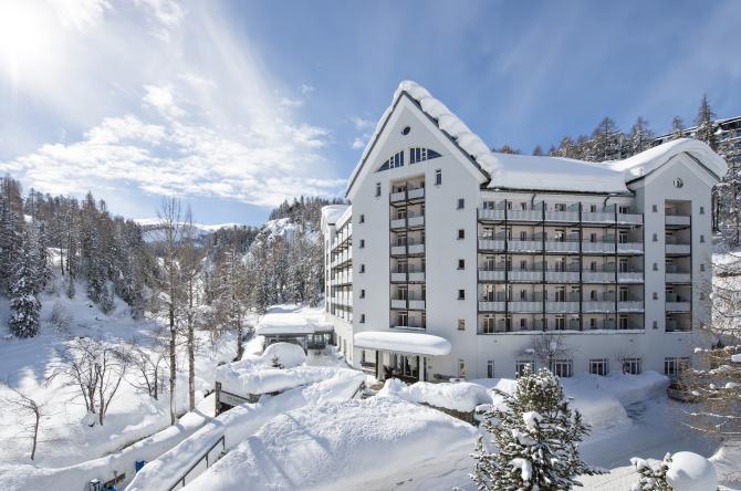 Hotel Schweizerhof Sils-Maria Aussenansicht Winter