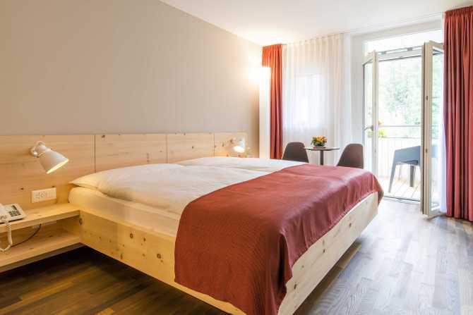 Hotel Schweizerhof Sils-Maria Arvenzimmer mit Balkon