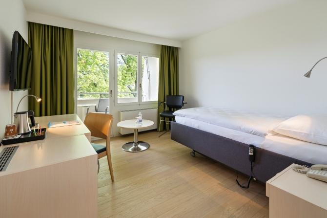 Einzelzimmer E-Bett