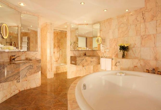 Marmor Bath Presidential Suite