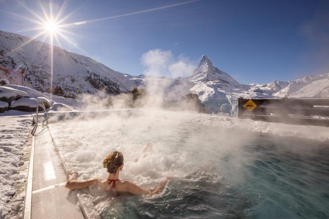 Aussenpool mit Matterhornblick