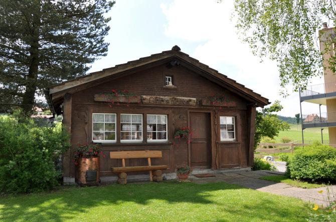 Chäshötte Front Sommer Bären - Das Gästehaus