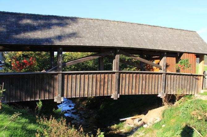 Holzbrücke Sommer