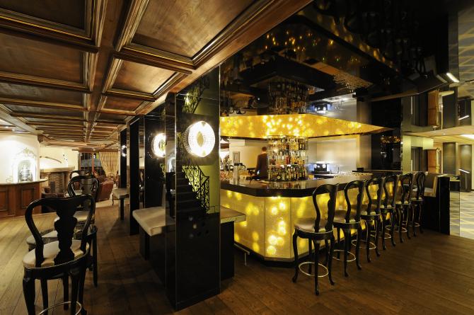 One Million Stars Bar in Gelb