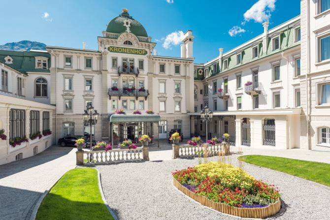 Hotel Eingang Grand Hotel Kronenhof