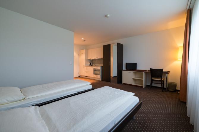 Zweibett-Zimmer mit Kochnische