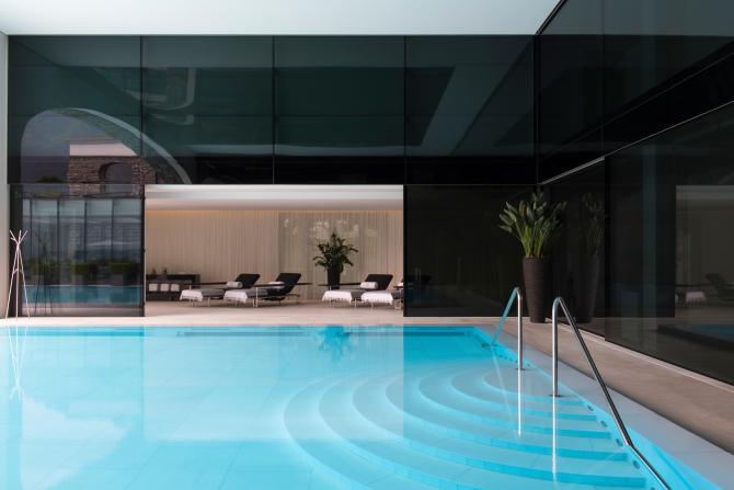 Pool & Liegenbereich