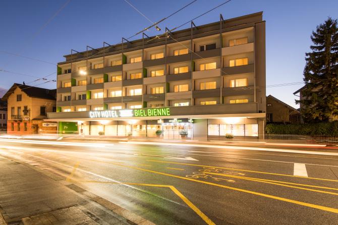Cityhotel Biel Bienne by night