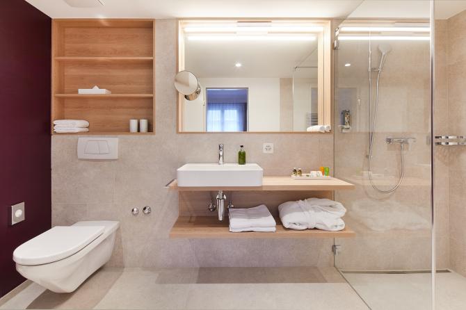 Doppelzimmer Deluxe Badezimmer