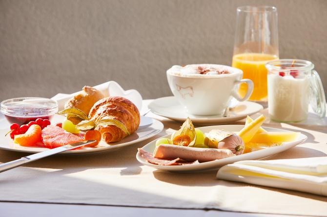 Suite Frühstück auf dem Balkon