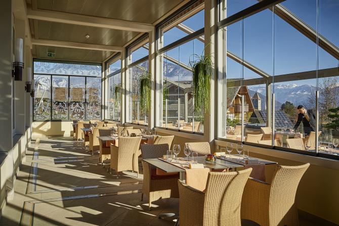 Hotel Eden Spiez - Wintergarten und Seeterrasse