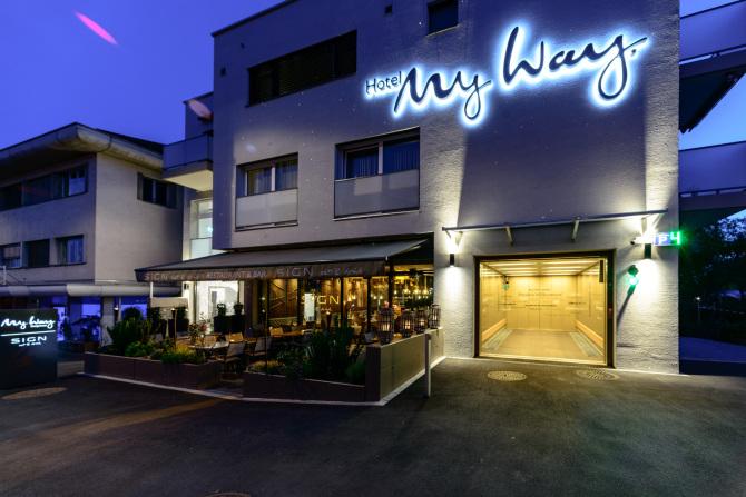 Aussenansicht Hotel & Restaurant Abend 2
