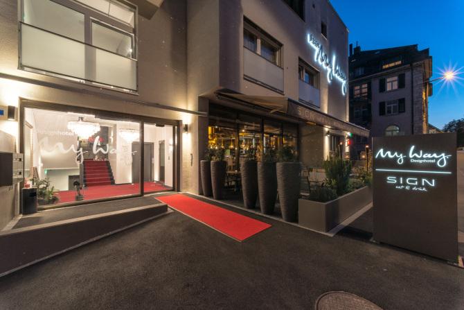 Aussenansicht Hotel & Restaurant Abend 3