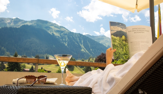 Hotel Piz Buin Klosters Sommer Terrasse
