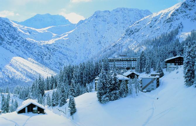 Aussenansicht Winter - Sunstar Hotel Arosa