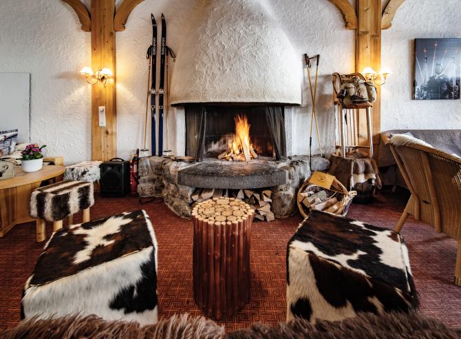 Lobby mit Chemine - Sunstar Hotel Wengen