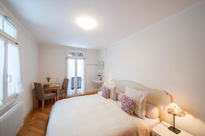 Doppelzimmer mit Balkon und privatem, separatem Bad