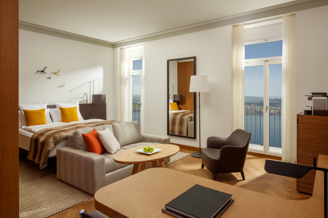 Superior Lakeview Room